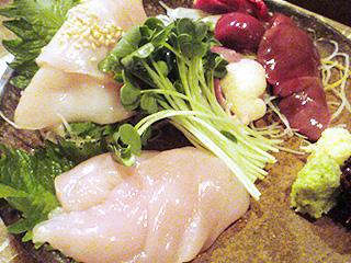 鶏刺しを酒菜に…